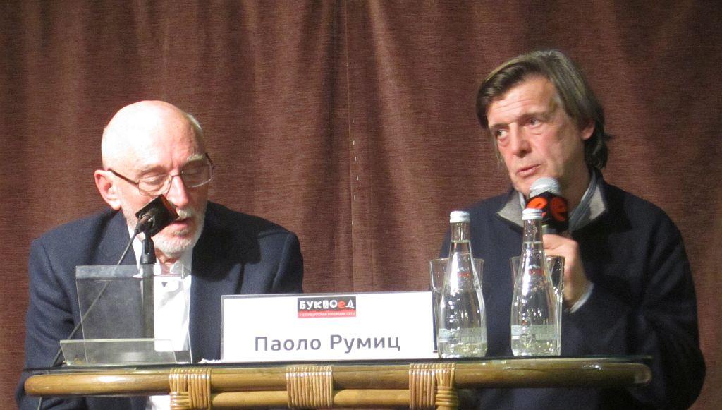 Паоло Румиц слева. Справа переводчик Андрей Румянцев.