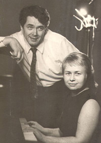 В соавторстве с Александрой Пахмутовой Юрий Гуляев воспевал советские космические подвиги 60-70-х. Одним из главных его хитов стала песня Пахмутовой и Добронравова, посвященная Юрию Гагарину, «Знаете, каким он парнем был?»