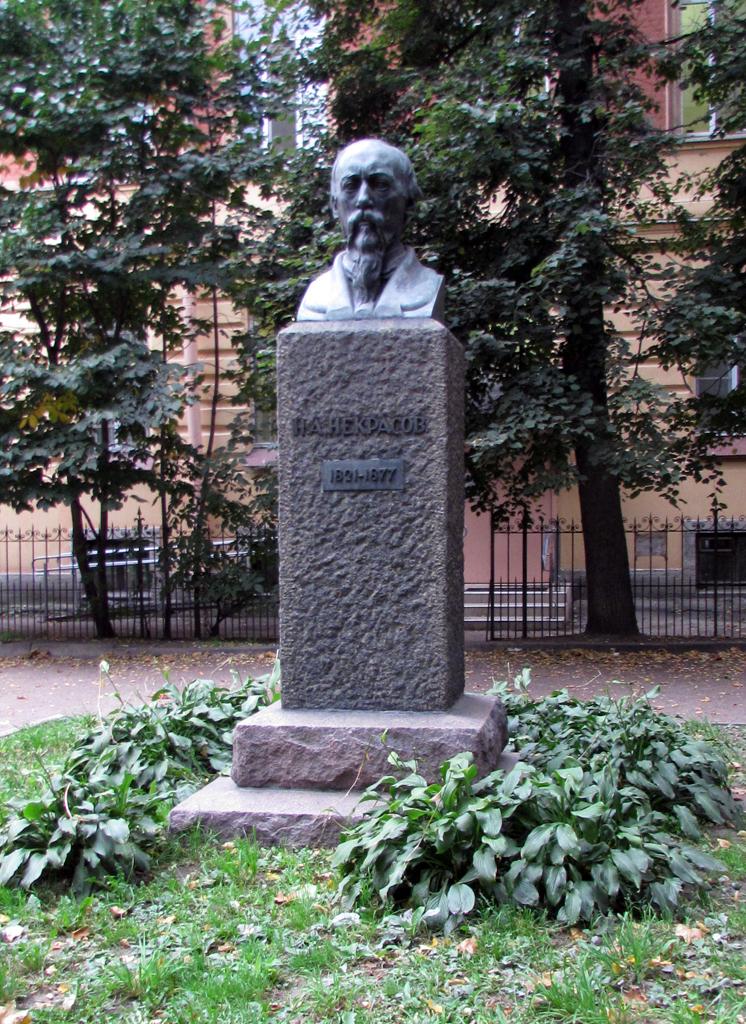 Памятник Н.А. Некрасову на Литейном проспекте
