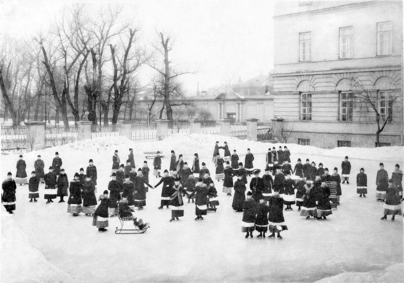 27На катке.Фото 1889 г.